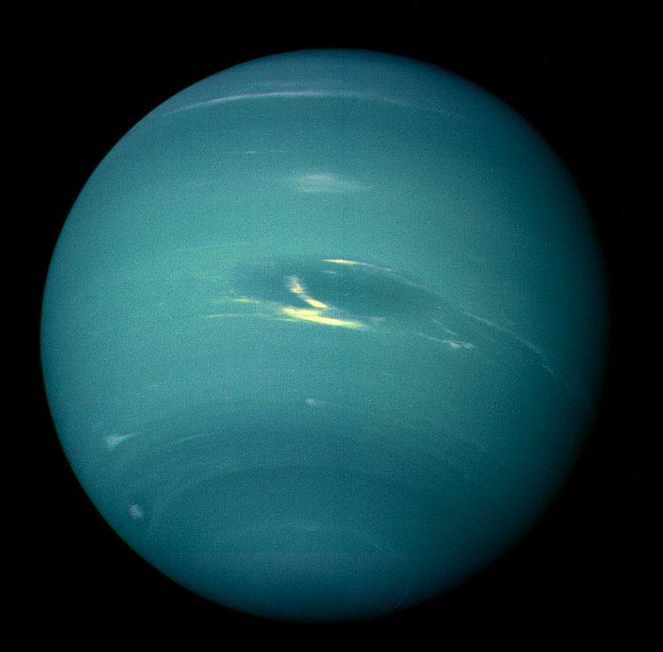 Portrét planety Neptun pořídila sonda Voyager 2 v roce 1990. Očekává se, že spojení se sondou bude zachováno až do roku 2025.