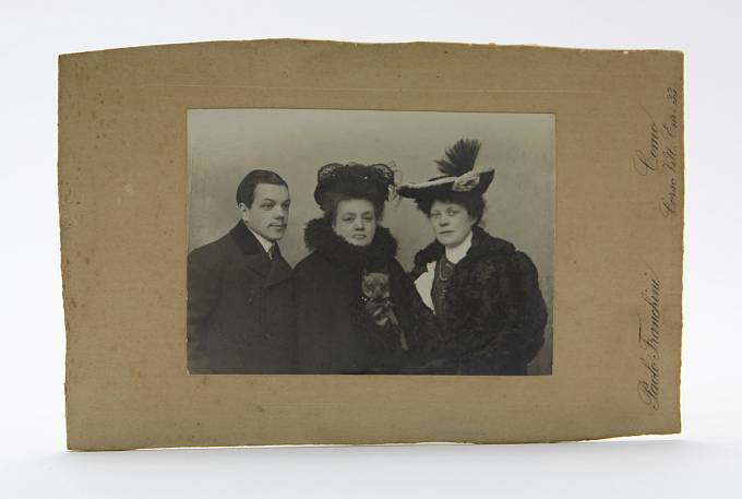 Rodina Nicholase Johnsona, osobního tajemníka carova bratra, velkoknížete Michaila Alexandroviče