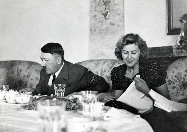 Adolf Hitler sEvou Braunovou
