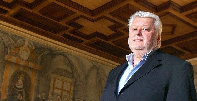 Čechošvýcar Josef Šťáva vroce 2011prohlašoval, že už majitelem Diag Human není.  Nyní se ale už opět tvrdě dere za 'svá práva'.