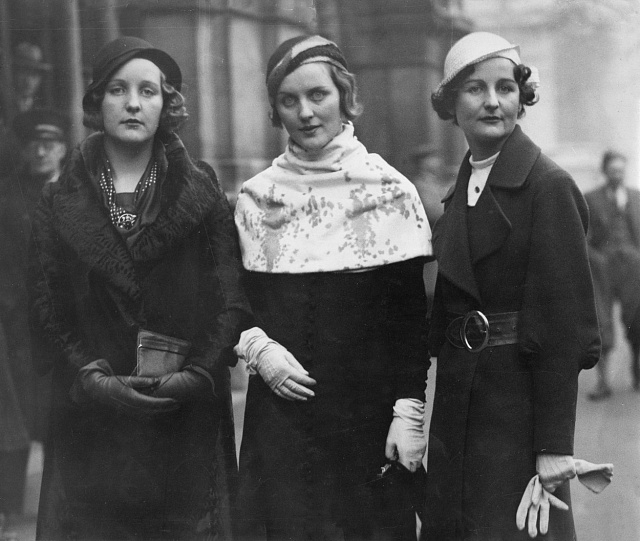 Sestry Mitfordovy - zleva Unity, Diana a Nancy