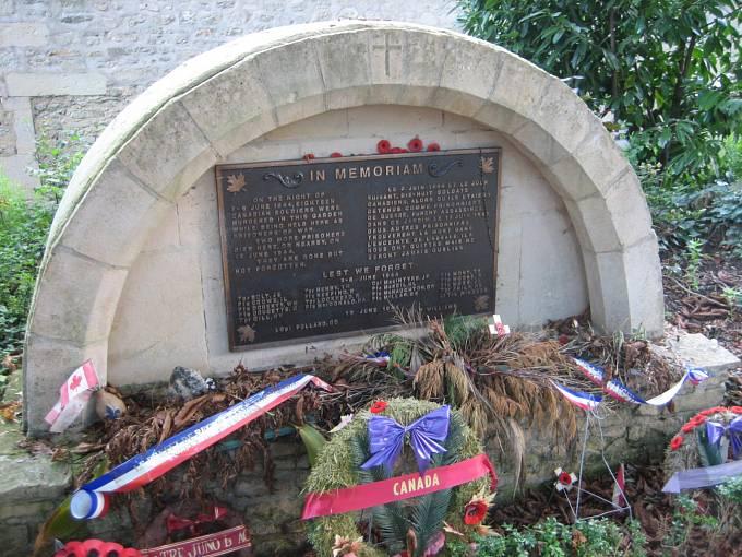 Pomník zavražděným kanadským vojákům