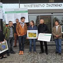 Někteří signatáři petice osobně apelovali za dobrý zákon o Šumavě.