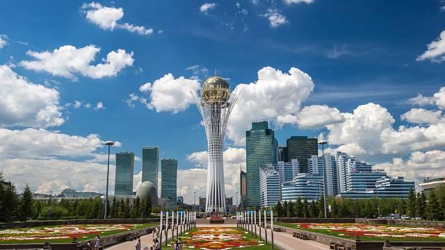 Novostavby v centru hlavního města Kazachstánu Astany.