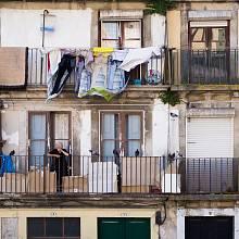 Na mnohých domech v Portu je vidět, že mají svá nejlepší léta dávno za sebou.