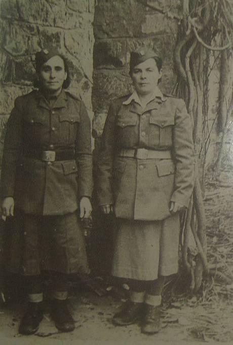 Vlevo (zřejmě) maminka Michala Demjana