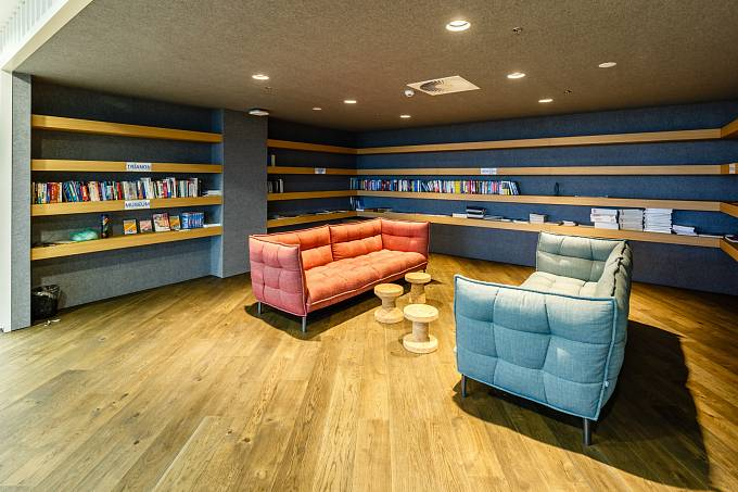 Nové kanceláře firmy Avast / knihovna