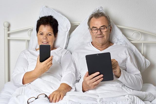 Jen část starší generace stačila zachytit digitální revoluci, nemalý počet seniorů žije vdigitálním vyloučení