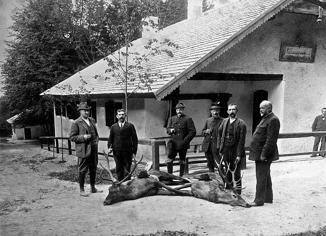 Emil Škoda na honu (třetí zprava) vroce 1896