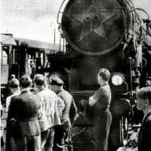 Vlak svobody měl na lokomotivě paradoxně rudou hvězdu