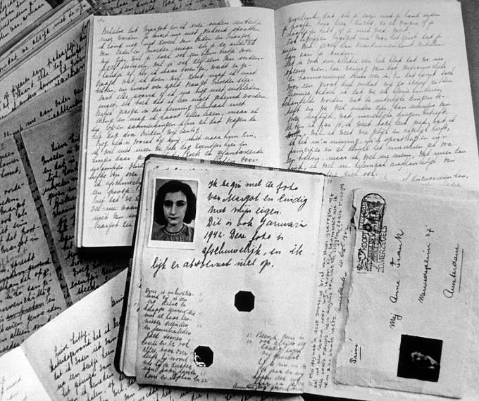 V Bergen-Belsen zemřela i Anne Franková