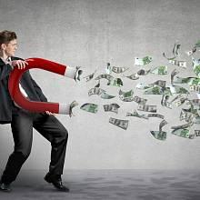 Ilustrační foto: Bohatství, peníze, dolary přitahované magnetem.