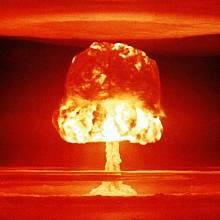 Záběr z amerického testu vodíkové bomby na atolu Bikini v r. 1954