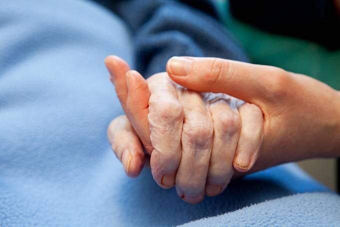 S umírajícími zůstávala do poslední chvíle a dotýkala se jich.