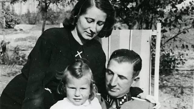 Velitel tábora Gustav Willhaus s manželkou Lisel a dcerou