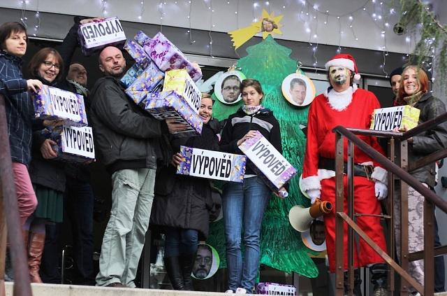 Protest pracovníků ÚSTR proti propouštění a personální politice vedení vroce 2014