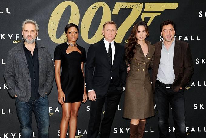 Série filmů s Jamesem Bondem na popularitě neztrácí