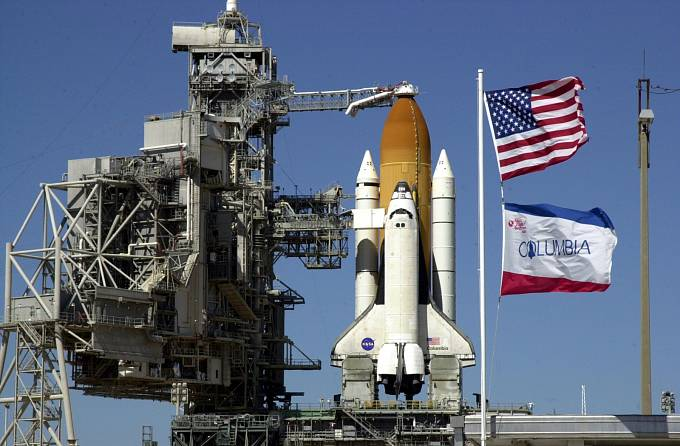 Raketoplán Columbia připravený na startovací rampě