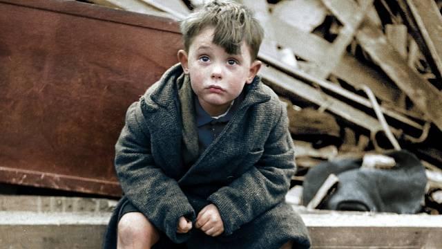 Londýnský chlapec přišel za války o rodiče i bratra.