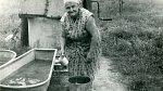 Naše babičky vypravují, že se celá rodina koupala před tím, než šla do kostela nebo na jinou společenskou akci.