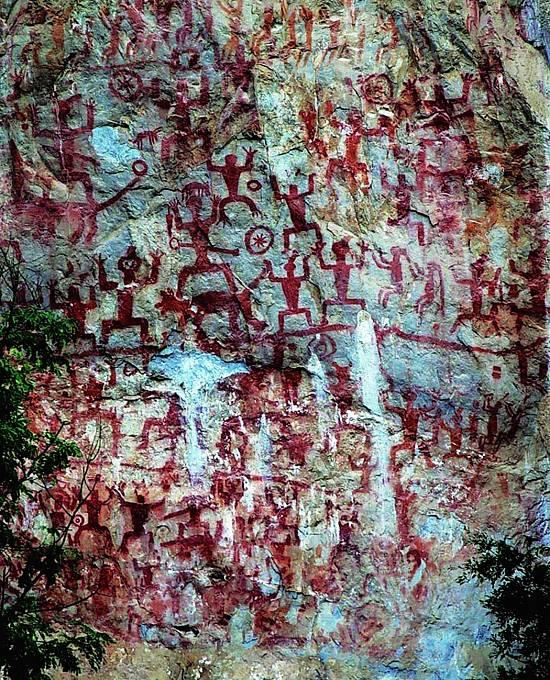 Výzdoba prudkých útesů Zuojiang Huashan v jihozápadní Číně je dnes posledním odkazem kultury, kterou v sobě nosili lidé žijící asi od 5. stol. před n. l. do 2. stol. n. l.