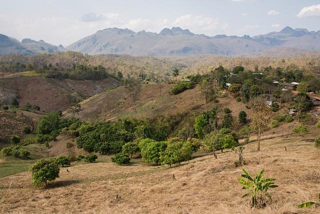 """Severní Thajsko nabízí nekonečný výběr možností na výlety, tamní příroda je naprosto úchvatná. Pokud máte štěstí, narazíte na některou z """"pravých"""" asijských vesniček, kterých už vThajsku moc nezbývá."""