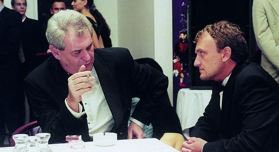 Miloš Zeman jedná smanažerem a pozdějším spolumajitelem MUS Antonínem Koláčkem