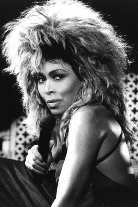 Tina Turner si v objemných účesech přímo libovala