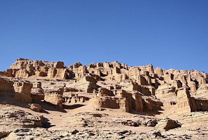 UNESCO vzalo pod patronát rovněž poušť Lut (označovanou také jako Dasht-e-Lut), kterou najdete v jihovýchodní části Íránu. Cenná je především pro výzkum geologických procesů.