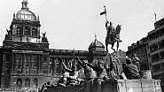 Sovětská armáda na Václavském náměstí v květnu 1945