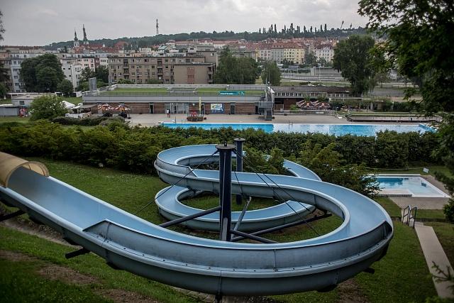 Koupaliště Petynka - venkovní bazén s tobogánem