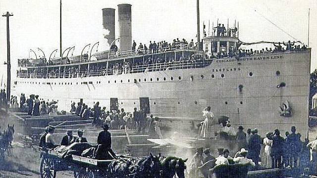 Parník SS Eastland před vyplutím