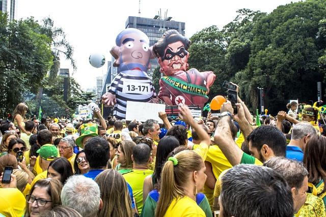 Brazílie, Sao Paulo, 13.března 2016.Miliony Brazilců vyšly do ulic protestovat proti vládě Dilmy Rousseffové.