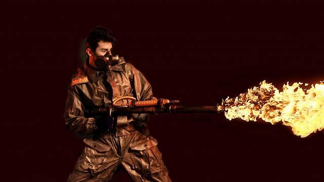 Voják s plamenometem