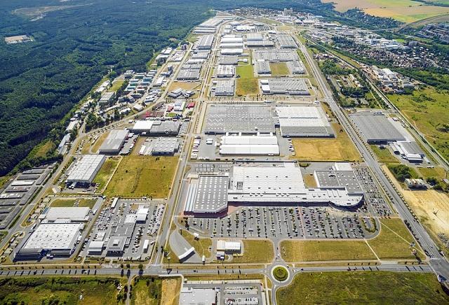 Letecký pohled na průmyslovou zónu Bory v Plzni.