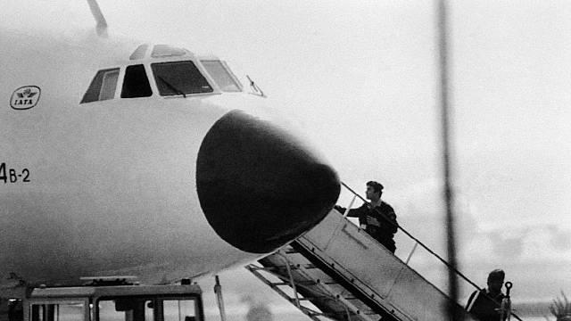 Poté, co se únosci ve Frankfurtu nad Mohanem vzdali, vstoupila policie na palubu letadla