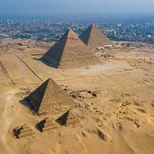 Pyramidy v Gíze - pohled z dronu