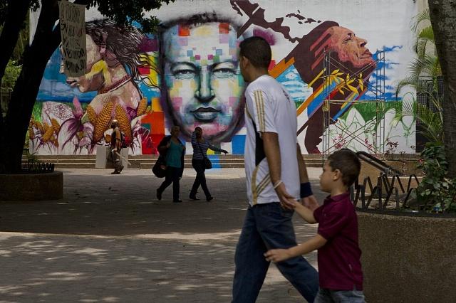 Kult předchozího prezidenta Huga Chaveze je ve Venezuele stále silný.