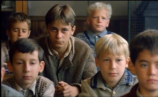 Ze snímku Obecná škola