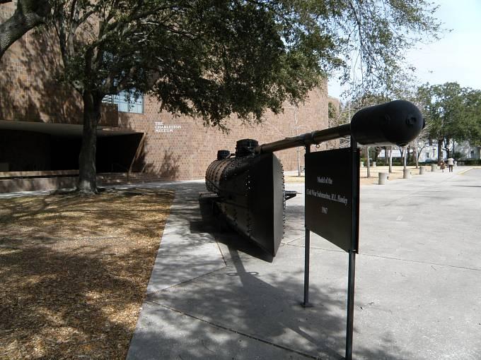 V Charlestonu je dnes vystavena replika ponorky včetně torpéda
