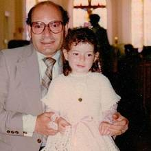 Mahtob na archivním snímku s otcem