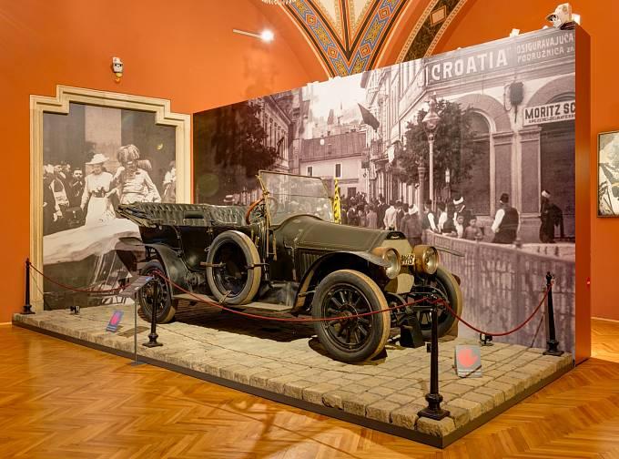 Arcivévodův vůz zasazený do místa atentátu