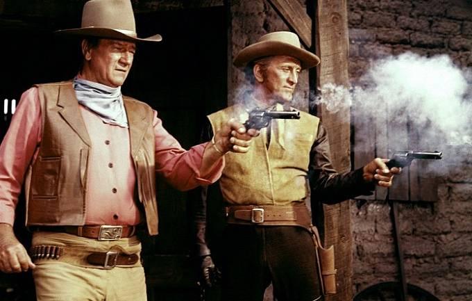 John Wayne a Kirk Douglas ve snímku Válečný vů