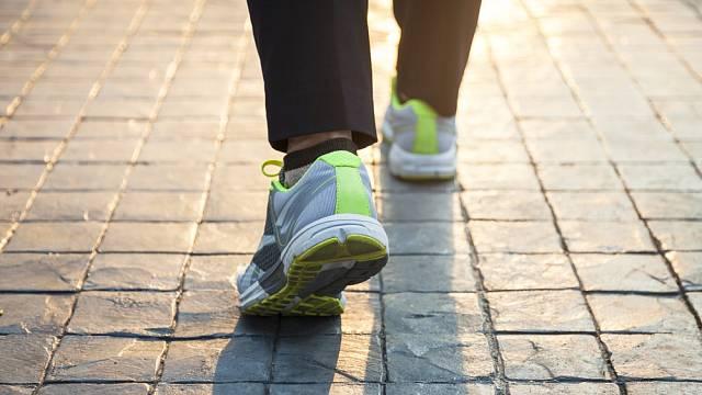 Tempo chůze podle vědců ukazuje na zdravotní stav, proces stárnutí i inteligenci.