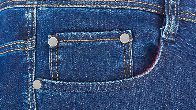 Malá kapsa byla k džínům přidána na konci 70. let 20. století a sloužila k odložení kapesních hodinek.