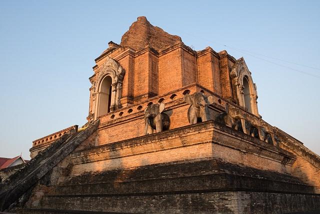 Jeden znejhezčích chrámů vChiang Mai – Wat Phan Tao. Najdete ho trochu schovaný hned vedle nejznámějšího Wat Chedi Luang Worawihan.