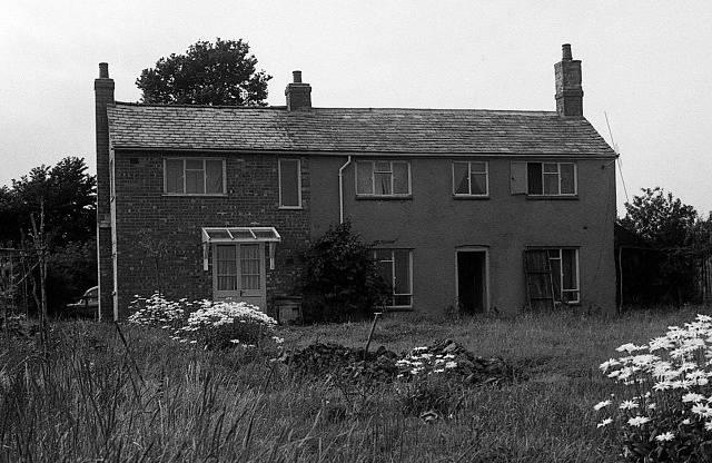 Opuštěná zemědělská usedlost Leatherslade, kde si banda rozdělila lup
