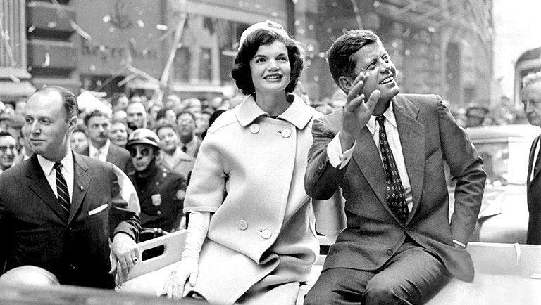 Americký prezident John Fitzgerald Kennedy se stal symbolem nadějí a elánu 60. let. Jeho neobjasněná vražda z něj dodnes činí mučedníka.