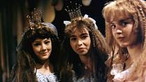 Monika Kvasničková, Barbora Leichnerová a Barbora Srncová v pohádce Honza a tři zakleté princezny