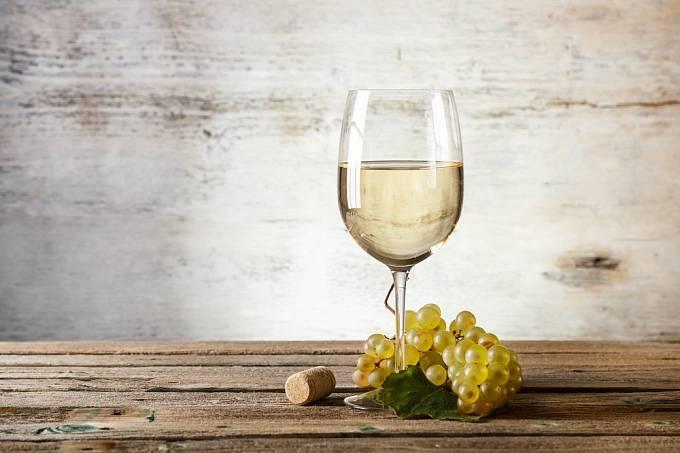 K výrobě deodorantů se využívalo bílé víno.